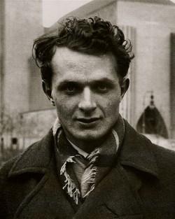 Stephen Spender im Jahr 1933. Drei Jahre sp�ter schloss er sich dem Spanischen B�rgerkrieg an,  um f�r die Communist Party of Great Britain zu berichten