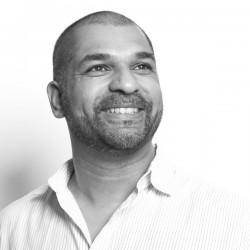 Autor Sunil Mann ist wie sein Privatdetektiv Vijay Kumar Sohn indischer Einwanderer - Quelle: Carina Faust