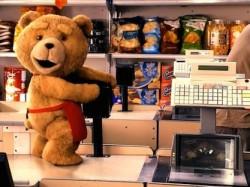 Erwachsene Teddys haben bestimmte Bedürfnisse... - Quelle: Universal Pictures