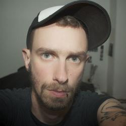 Regisseur Thomas Bartels studierte Film in den USA. Feinschnitt, Farbkorrektur und Tonmischung seiner Doku finanzierte er über Crowdfunding