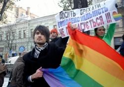 """Rund 100 Menschen demonstrierten gegen das Verbot von """"Homo-Propaganda"""" - Quelle: LGBT Insight"""