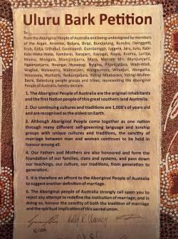 Auf Baumrinde, aber mit wenig R�ckhalt: Uluru Bark Petition