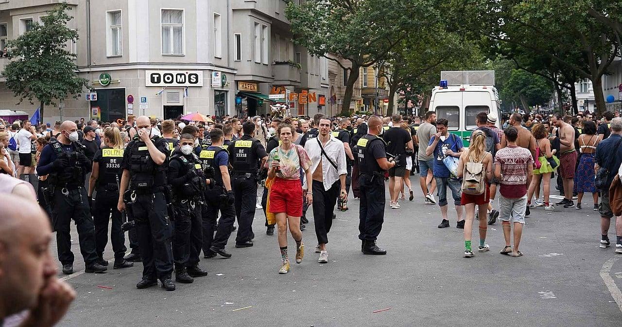 Festnahmen in der Motzstraße: Polizei bestreitet Gewalt