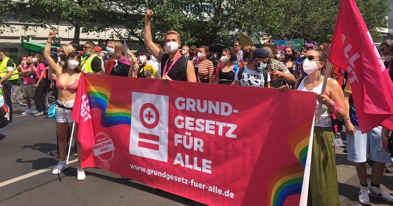 """""""Grundgesetz für alle"""" mahnt: Trans Menschen nicht vergessen"""