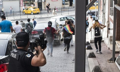 Verbotene Demonstration Hohes Polizeiaufgebot in Istanbul wegen Gay-Pride-Marsch