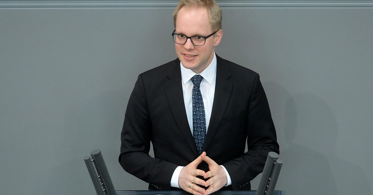 "FDP: Verzögerungen beim Verbot von Intersex-OPs ""beschämend"""