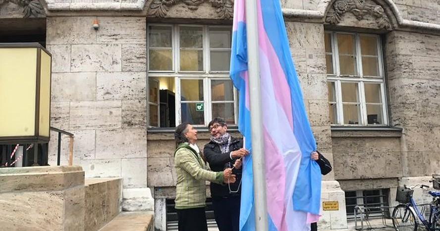 Aktivisten und Politiker fordern, Trans-Diskriminierung nicht länger zu ignorieren