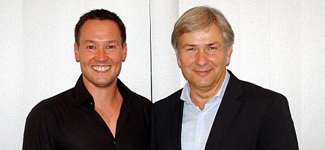 Tino Henn und Klaus Wowereit beim Besuch des Gmünder-Verlags